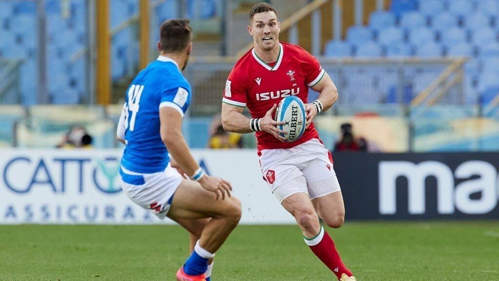 Wales thump Italy to keep Grand Slam hopes alive