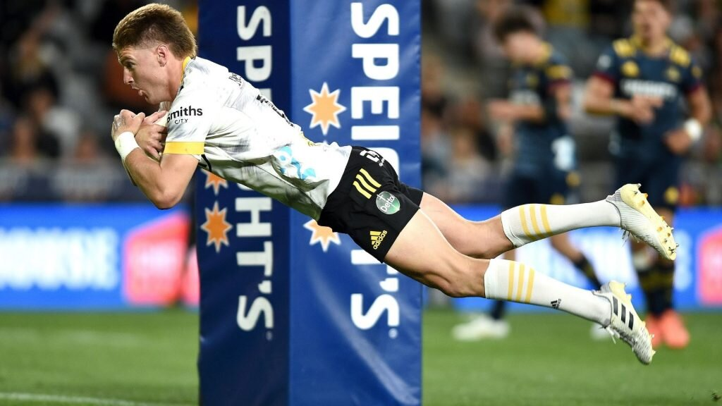 The Jordie Barrett show floors Highlanders