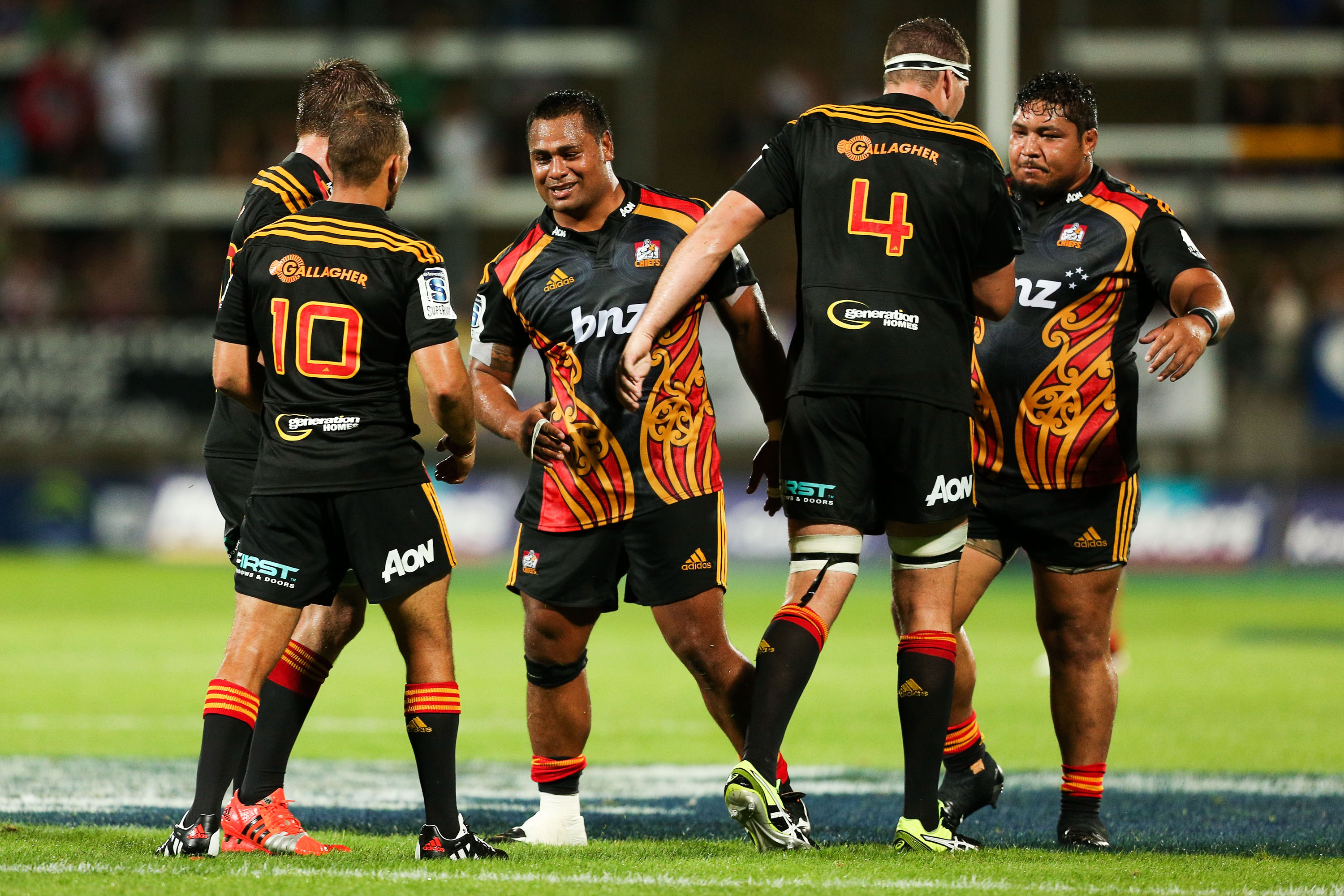 Cruden steals late winner for Chiefs